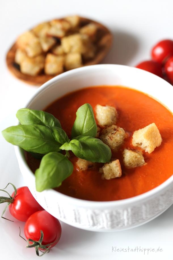 tomatensuppe mit ciabatta von kleinstadthippie vegan foodblog. Black Bedroom Furniture Sets. Home Design Ideas