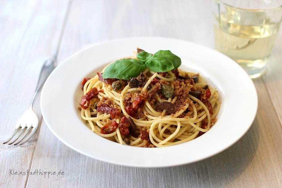 Spaghetti mit getrockneten Tomaten und Oliven