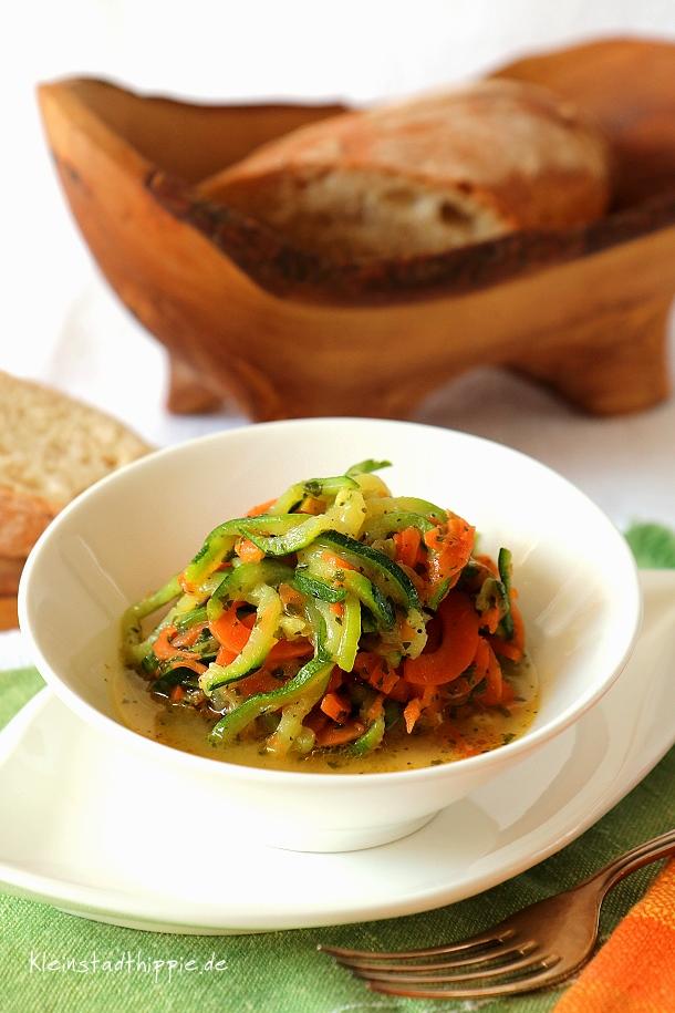 Zucchinikarotten-Salat
