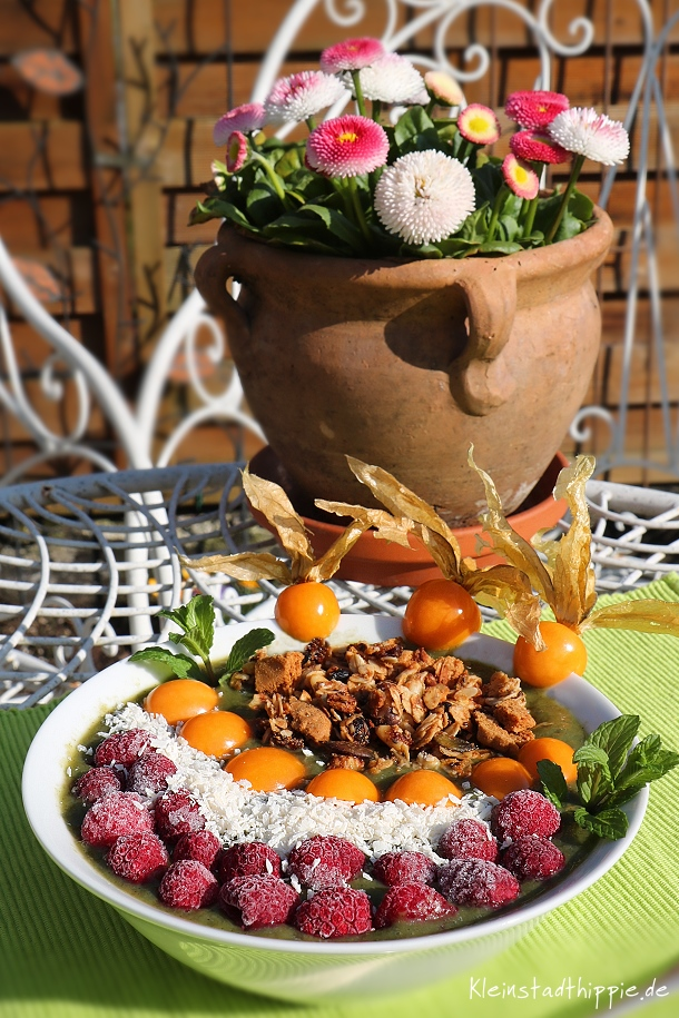 Smoothie Bowl mit Giersch und ohne Zucker