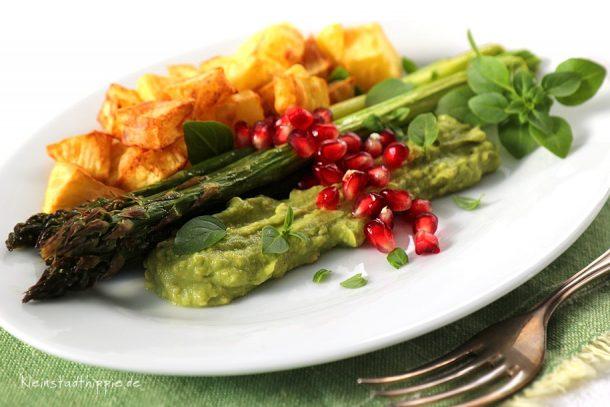 Grüner Spargel mit Kartoffelwürfelchen