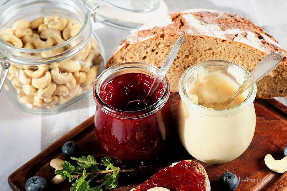 Cashew Butter kann man prima mit säuerlicher Marmelade kombinieren