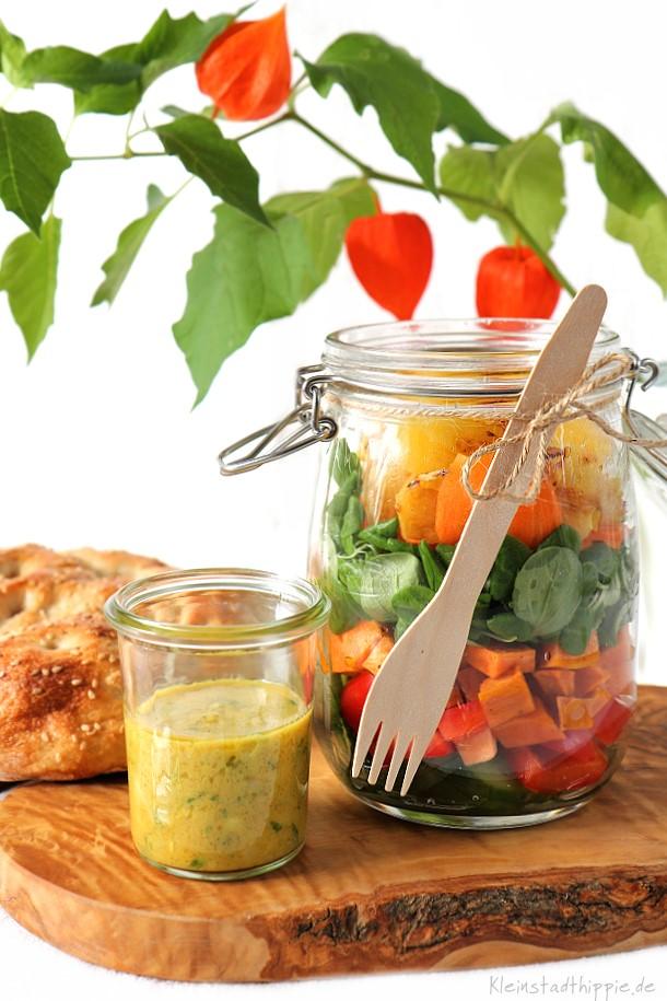 Salat im Glas für unterwegs