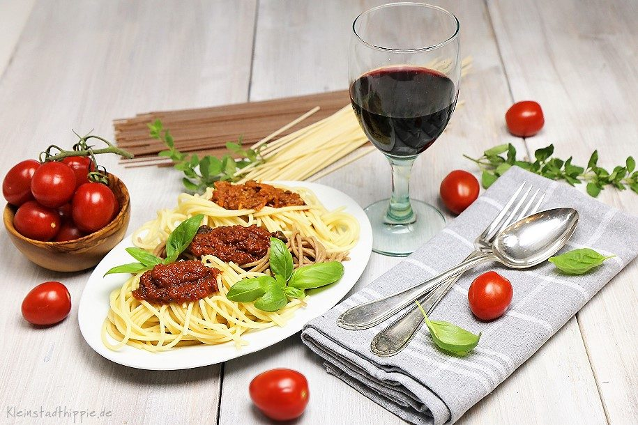 Zweierlei Spaghetti mit dreierlei Soßen