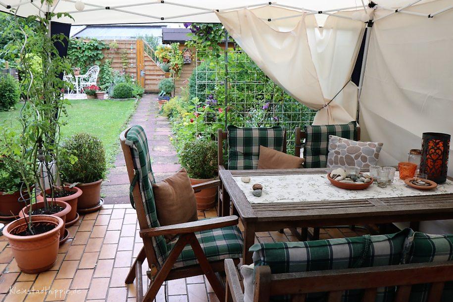 Kleinstadthippie mein Sommergarten - Frühstück auf der Terrasse