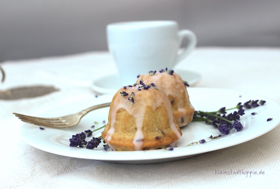 lavendel zitronen kuchen lavendelzitronenkuchen rezept von kleinstadthippie. Black Bedroom Furniture Sets. Home Design Ideas