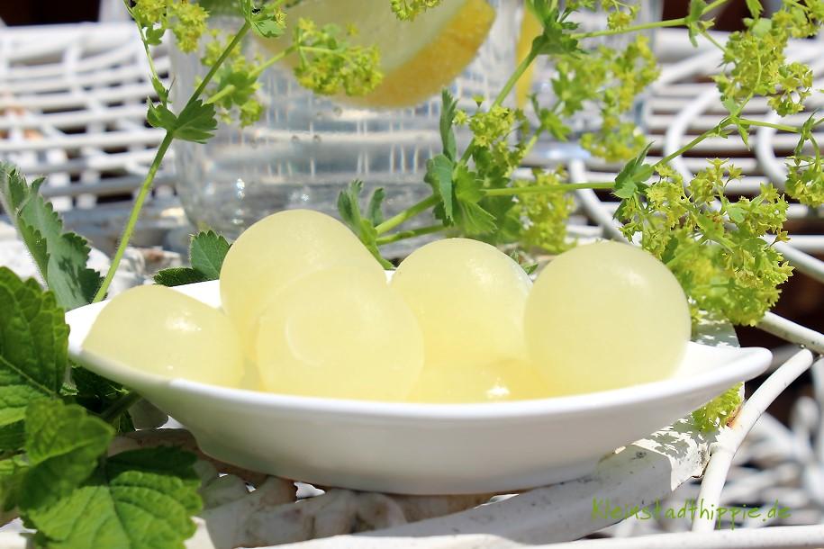 Zitronensaft in Portionen einfrieren. Tipp von Kleinstadthippie vegan Food Blog