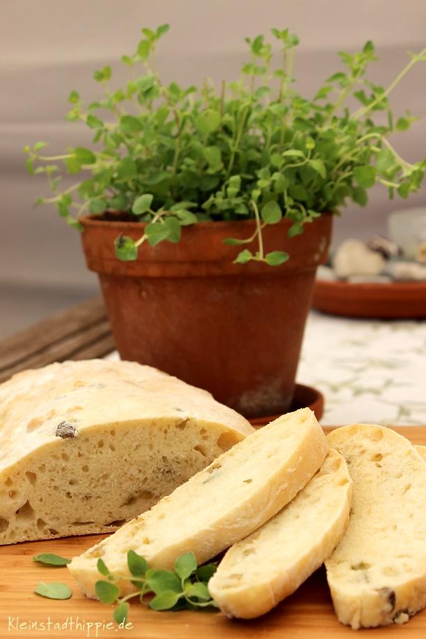 Ciabatta mit Oliven und Oregano