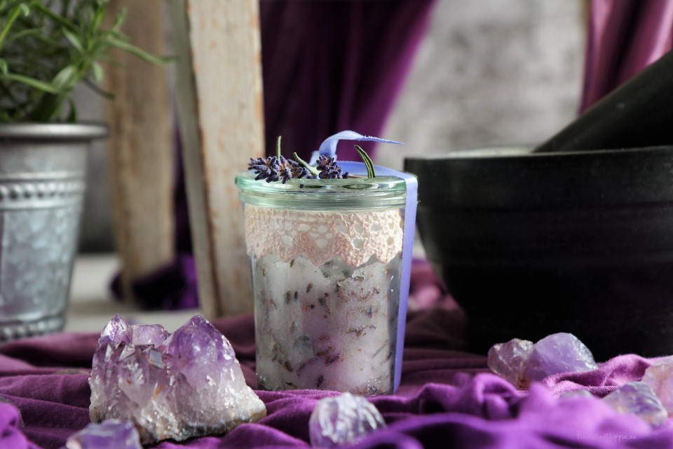 Körperpeeling aus Lavendel, Zucker, Kokosöl und Lavendelöl - Peeling DiY