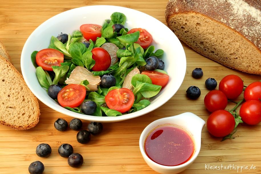 Fruchtiger Feldsalat mit Himbeerdressing - vegane Rezepte von Kleinstadthippie