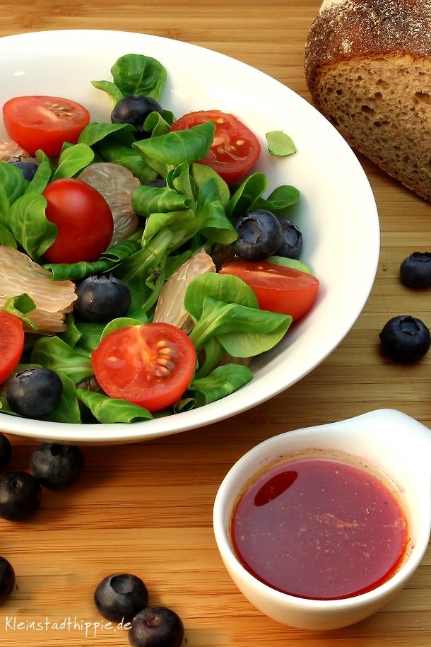 Fruchtiger Feldsalat mit Himbeersalatdressing