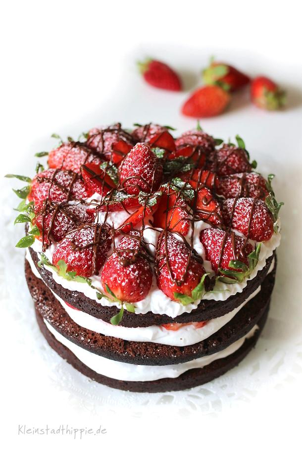 Erdbeerschokotorte Naked Cake vegan - Vegane Backrezepte - Vegan backen mit Kleinstadthippie