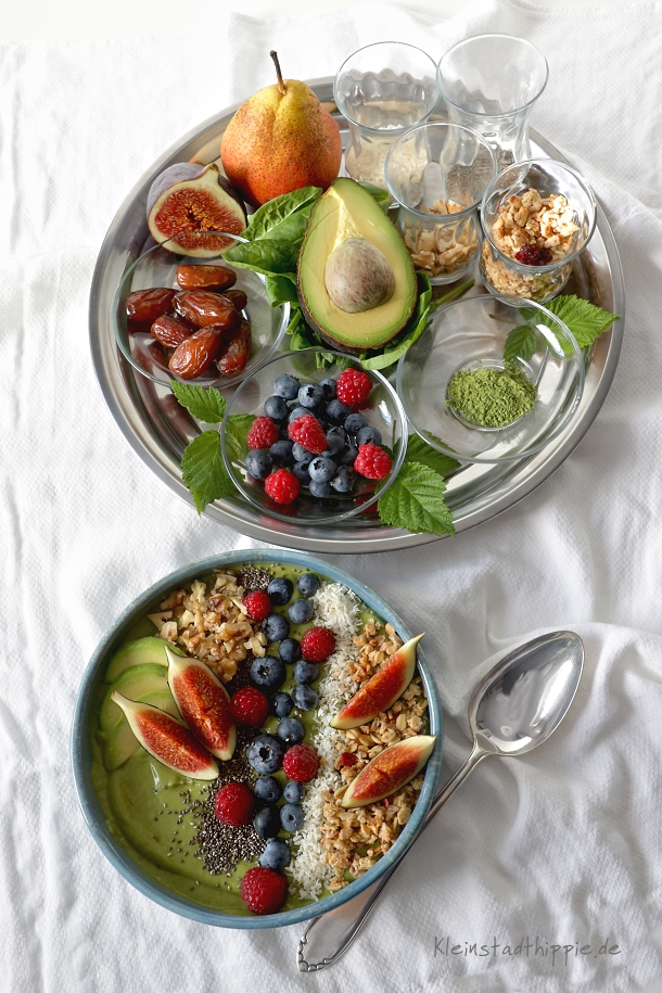 Smoothie bowl Matcha Power mit Avocado und Feigen - Rezept für Smoothie bowl