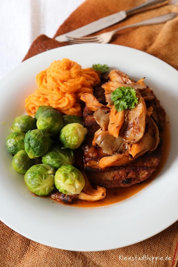 Veganes Steak mit Austernpilzen und Süßkartoffelpüree