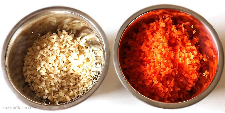 Sellerie und Karottten für den Biss - sehr klein schneiden