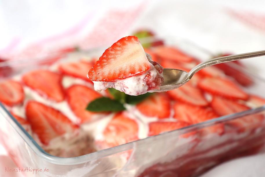 Erdbeertiramisu - Tiramisu mit Erdbeeren und vegane Löffelbiskuits