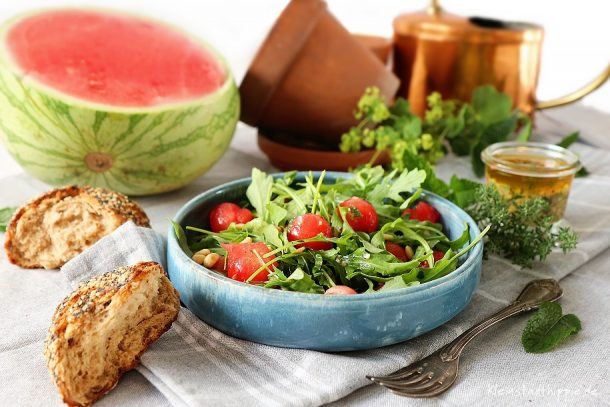 Rucolasalat mit Wassermelone – real,- Mein kleiner Bio-Garten
