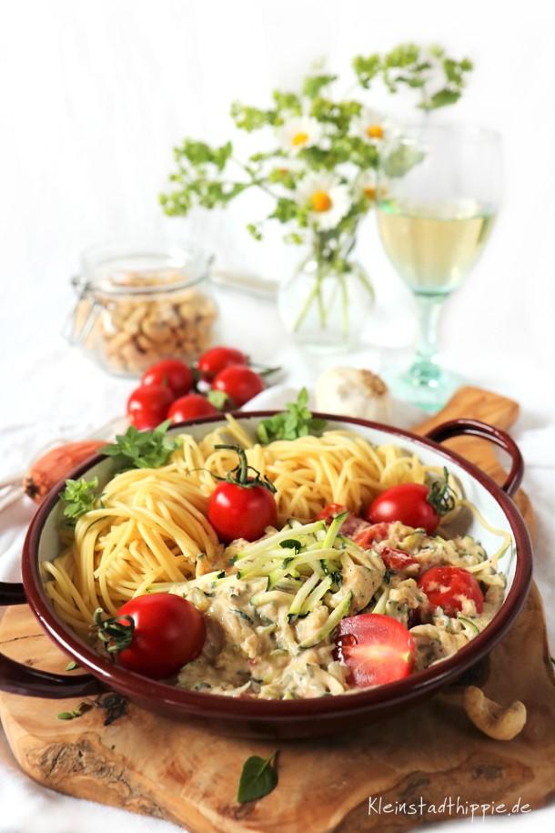 Spaghetti mit Zucchinisahnesoße - Vegane Nudelrezepte von Kleinstadthippie