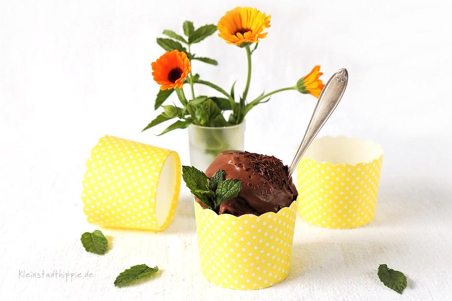 Schokoladeneis - veganes Schokoladeneis - Schokoladeneis mit Kokosmilch - Eisrezepte von Kleinstadthippie