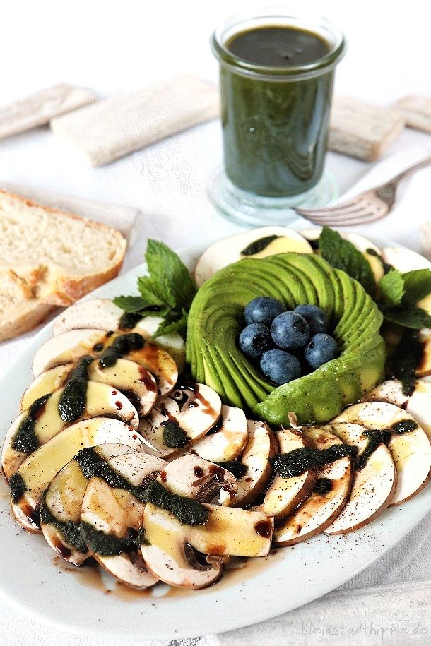 Champignoncarpaccio mit Avocado