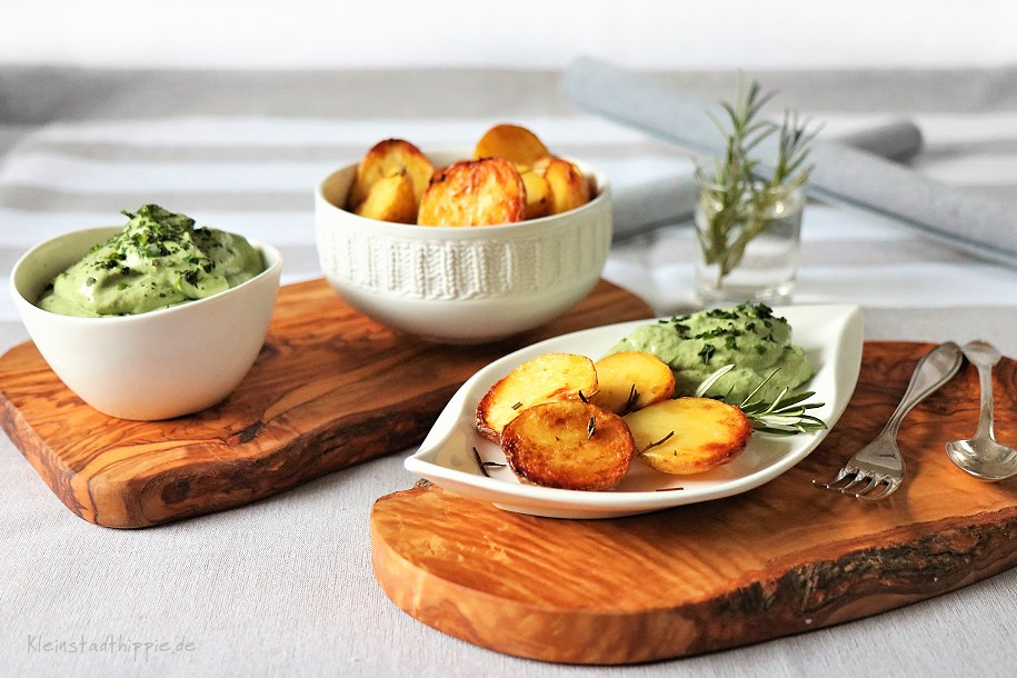 Blechkartoffeln mit grünem Quark