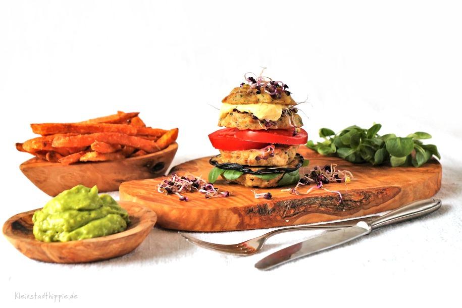 Knödelburger mit Süßkartoffelpommes und Guacamole / Kleinstadthippie