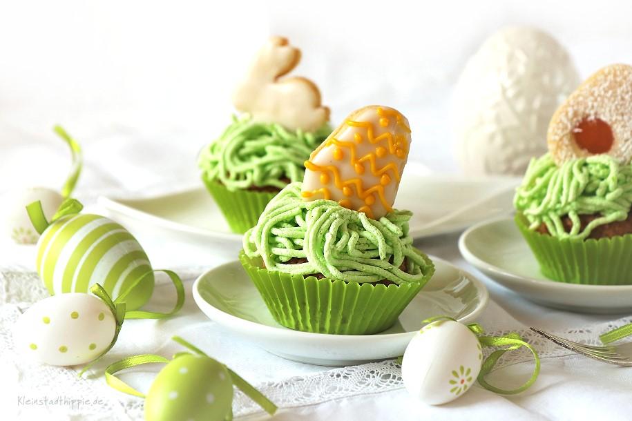 Vegane Oster-Cupcakes aus den Rezepten: veganer Karottenkuchen, vegane Rüeblitorte, vegane Buttercreme, Osterplätzchen