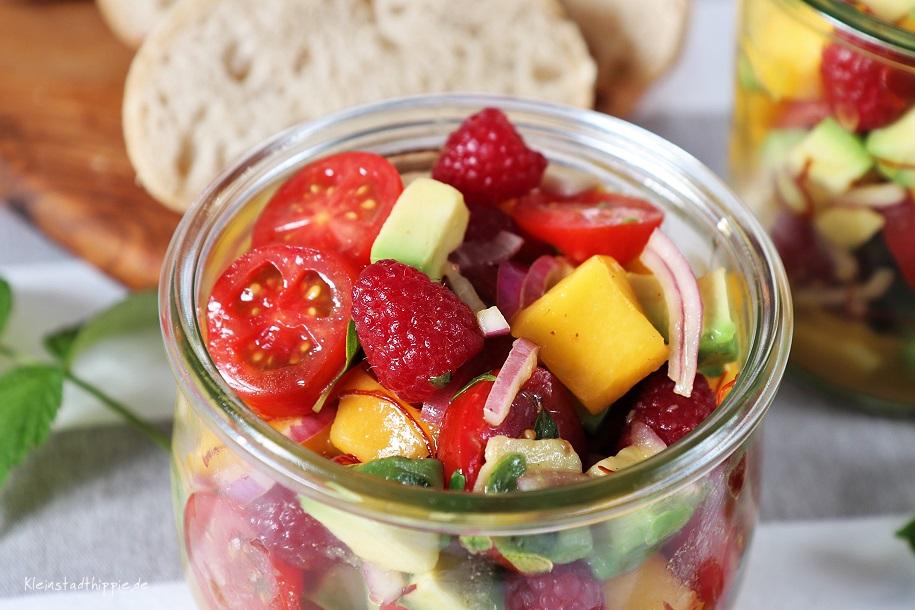 Salat mit Mango und Avocado