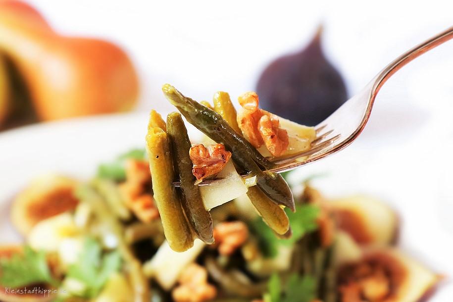 Bohnensalat mit Birne und Walnüssen auf Feigen - vegane Rezepte von Kleinstadthippie - vegan to go