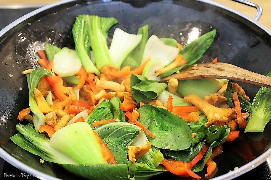 Gemüse im Wok braten - leichte Kost - Low Carb und vegan