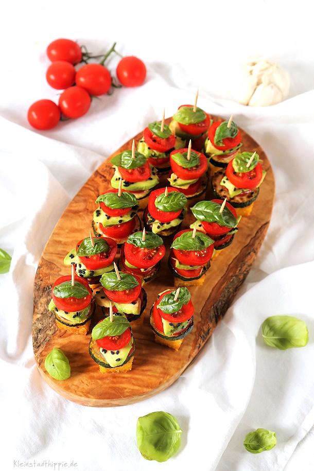 Partyspießchen mit Polenta, Zucchini, Avocado und Tomaten - Vegan Food Blog