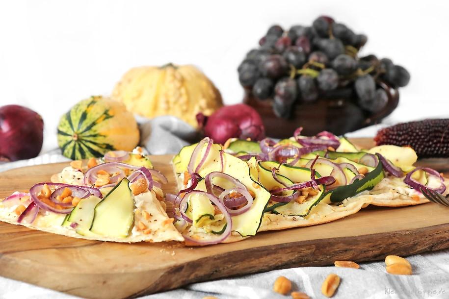 Flammkuchen mit Zucchini und Erdnüssen - vegane Rezepte von Kleinstadthippie
