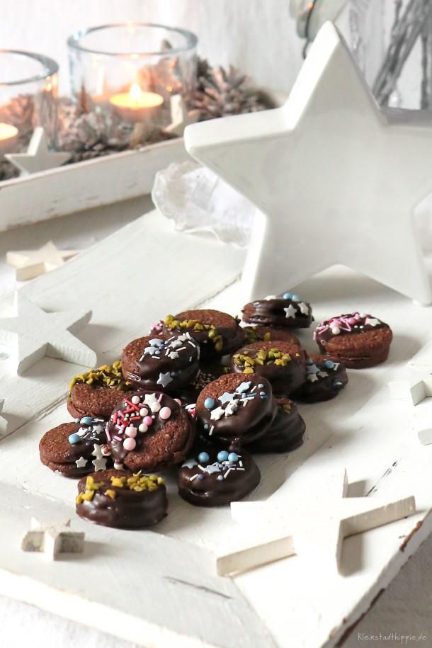 Vegane Weihnachtsplätzchen mit Schokolade und Nuss-Nougatcreme