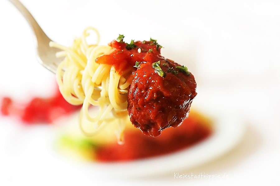 Polpette mit Tomatensoße und Spaghetti vegan