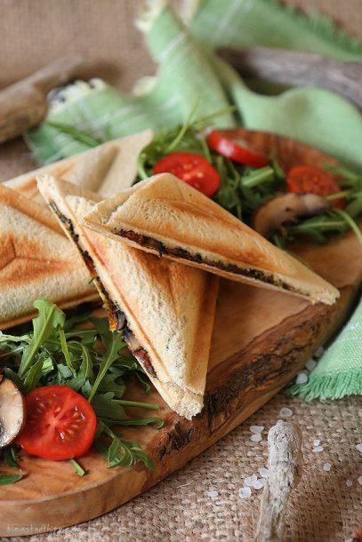 Veggie Sandwich Toast mit Spinatfüllung und Champignons