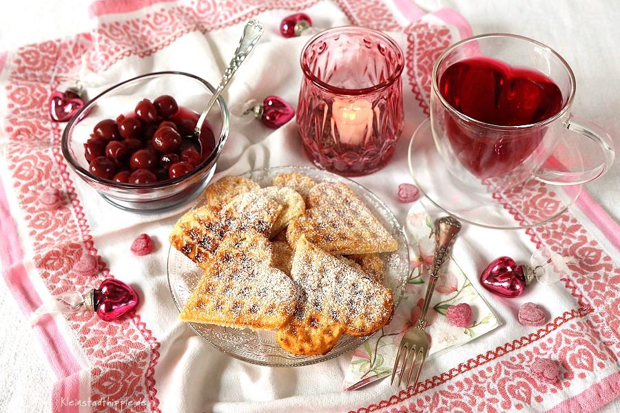 Vegane Waffeln, Waffelherzen zum Kaffee, am Valentinstag, Muttertag...