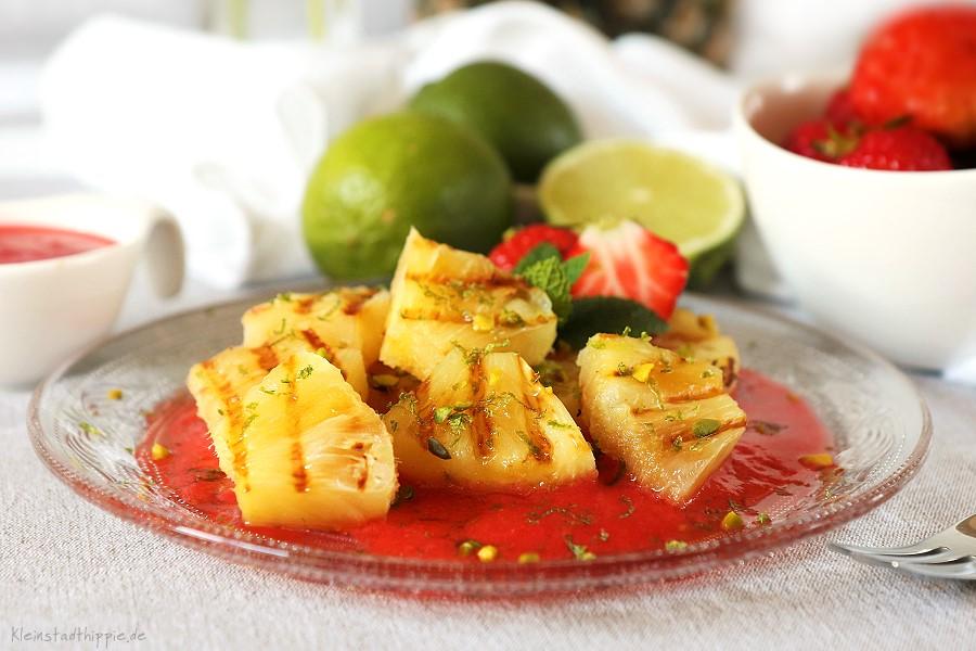 Gegrillte Ananas auf Erdbeerspiegel - Vegane Desserts - Vegan grillen