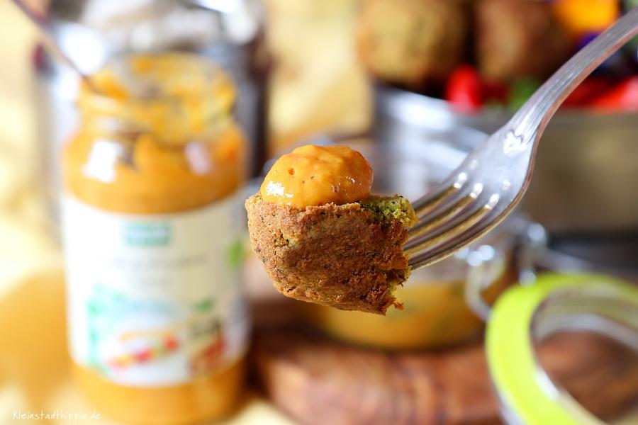 Veganes Picknick mit Blütensalat, Grillpaprika, Falafeln, Grill und Fondue Senf und Knusperecken Reis-Erbse von byodo