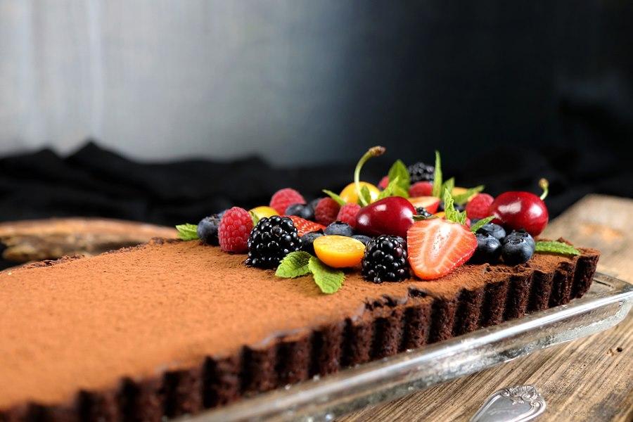 Schokoladentarte, vegane Schokoladen-Tarte mit frischem Obst