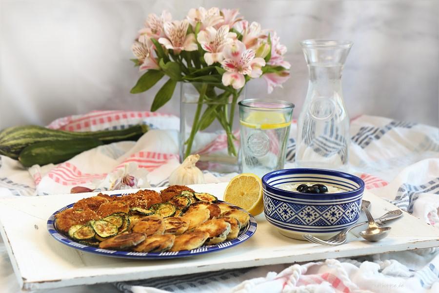 Gebackene Zucchini mit veganem Tsatsiki