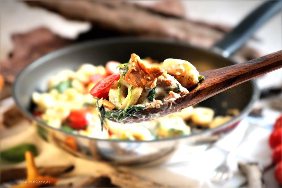 Steinpilztortellini mit Pfifferlingen und Cashewsahne, veganes Nudelgericht