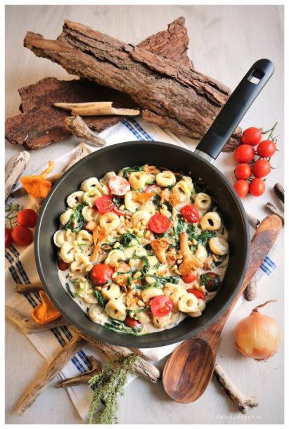 Vegane Steinpilztortellini / Gericht mit Pfifferlingen