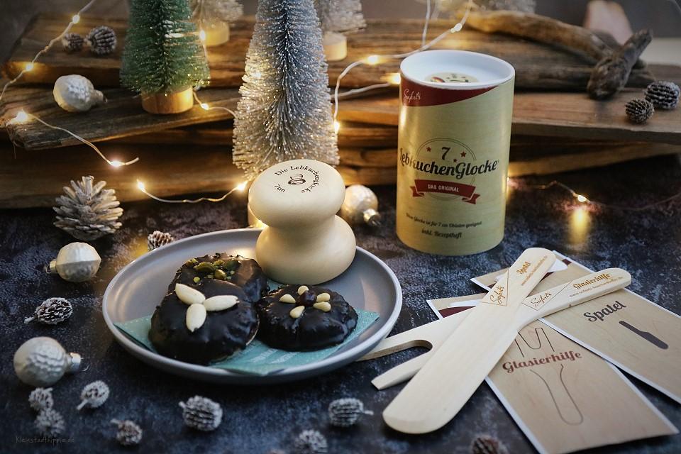 Barbaras vegane Schokoladenlebkuchen mit der Lebkuchenglocke
