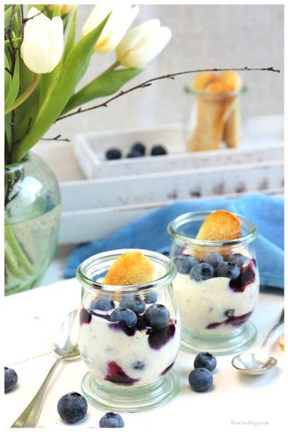 Blaubeer-Joghurt-Dessert mit veganen Löffelbiskuits