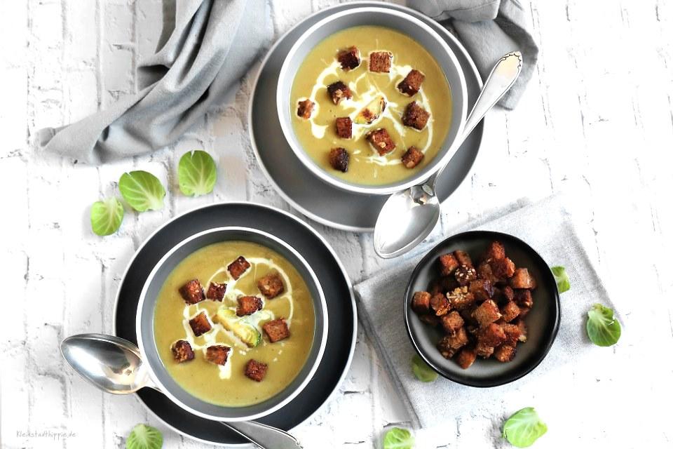Rosenkohlsuppe mit knusprigen Vollkorncroutons - vegan und lecker