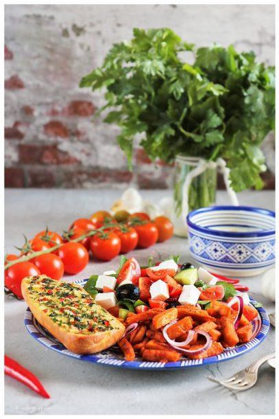 Bauernsalat, Griechischer Salat, Gyros, Tsatsiki, Knoblauchbrot