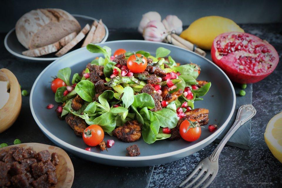 Aioli auf Feldsalat mit Fleischalternative Kebab Art