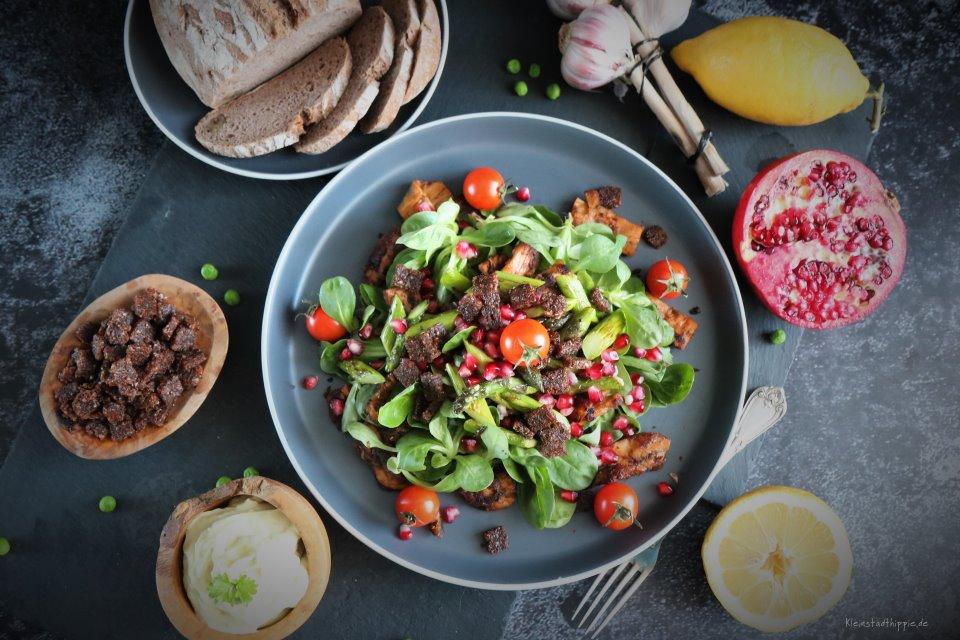 Aioli auf Feldsalat mit Fleischalternative Kebab