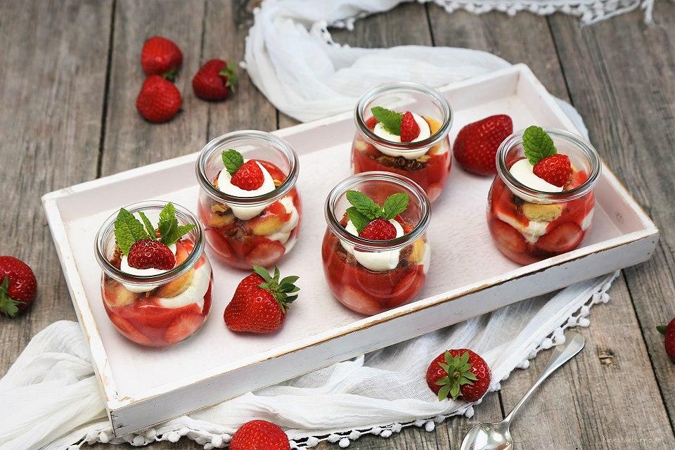 Erdbeer-Tiramisu im Glas - veganes Erdbeertiramisu - veganes Dessert im Glas