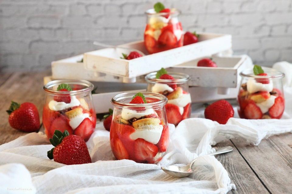 Schichtdessert vegan mit Erdbeeren